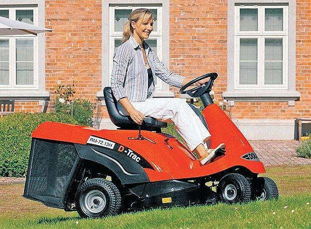 Rider se sběrem je vhodný pro zahrady s množstvím překážek