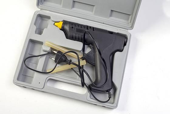 Tavných lepicích pistolí existuje celá řada.