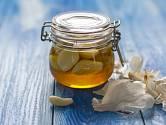 Sirup z česneku, medu a octa