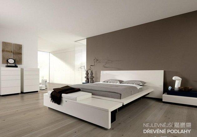 dřevěná podlaha v ložnici
