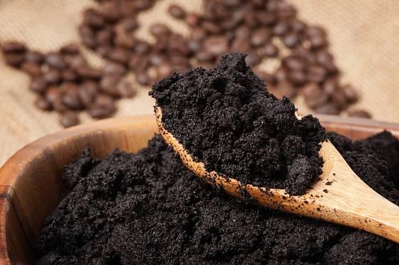 Kávová sedlina má mnoho využití