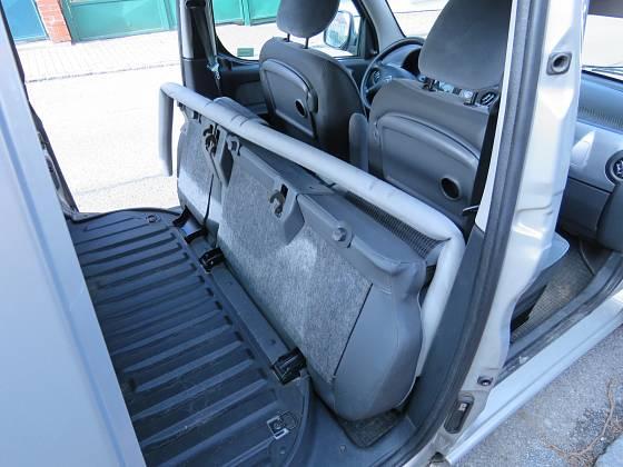 Slouží k tomu, aby desky dobře dosedly na sklopená sedadla a nepoškodily je. Starší typ Citroenu Berlingo