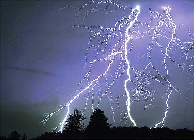 jak se při bouřce chránit před bleskem