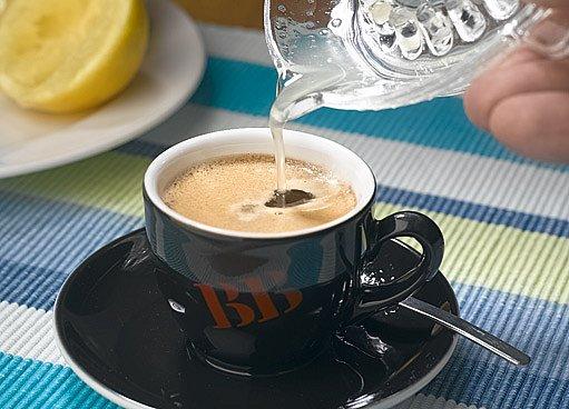 kafe s citrónem