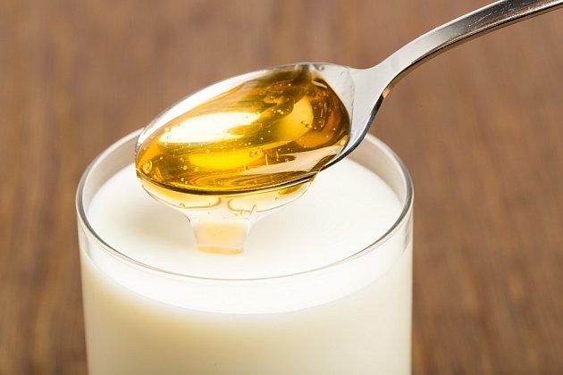 Kombinace mléka a medu pomáhá i rostlinám.
