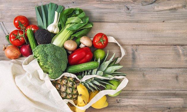 K výborným spalovačům tuků patří např. ananas, česnek, brokolice, chřest.