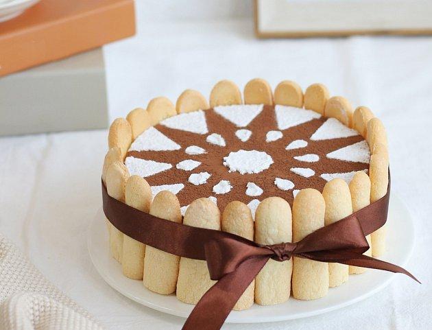 V kulaté verzi se dá tiramisu podávat i coby slavnostní dort.
