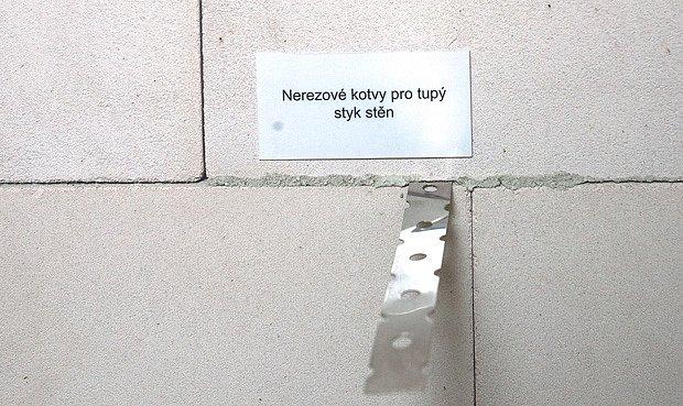 Kotevní pásky pro stavbu stěn, tzv. na sraz