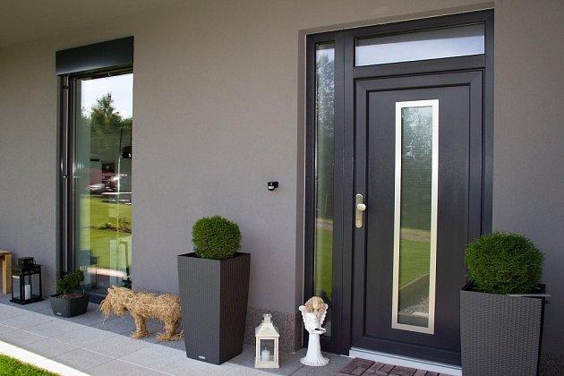 Spolehlivý dodavatel dokáže ve spolupráci sarchitektem sladit okna a dveře do perfektního výsledku.