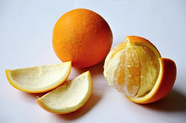 Z pomerančů oloupeme kůru