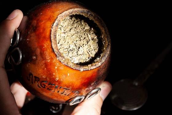 Kalabasa jako nádoba pro tradiční jihoamerický nápoj yerba maté.