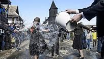 Polévání vodou aneb skutečně veselé Velikonoce