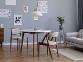 Jednotný podklad pro další bytové doplňky má nejčastěji bílou nebo šedou barvu.