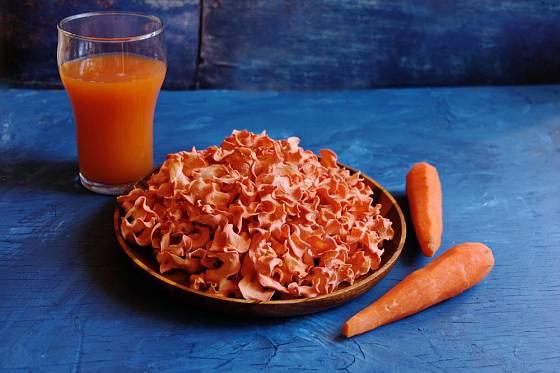 Sušené mrkvové chipsy jsou zdravé a sladké