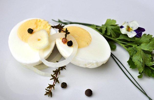 Naložením prodloužíme vařeným vejcím životnost.