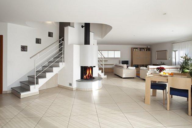Keramická podlaha se dobře uplatní ve vstupních halách a mechanicky namáhaných prostorách.