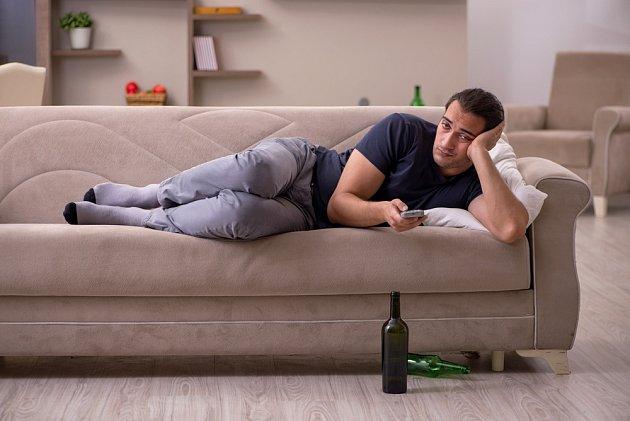 Fenomén domácího pití je nebezpečný zejména za současné situace