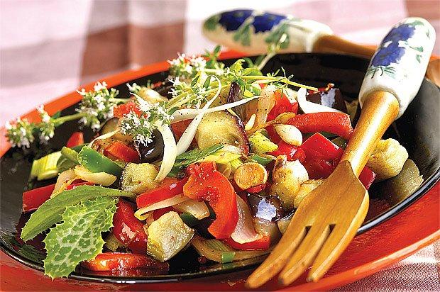 salát z lilku a paprik