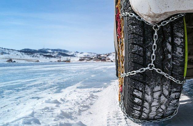 Zapomínat bychom neměli ani na sněhové řetězy.