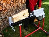 Štípačku dřeva ocení hlavně ti, kteří potřebují připravit zásobu na celou zimu.