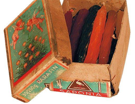 Originální voskové svíčky v papírové krabičce české firmy Saponia, asi ze 30. let minulého století
