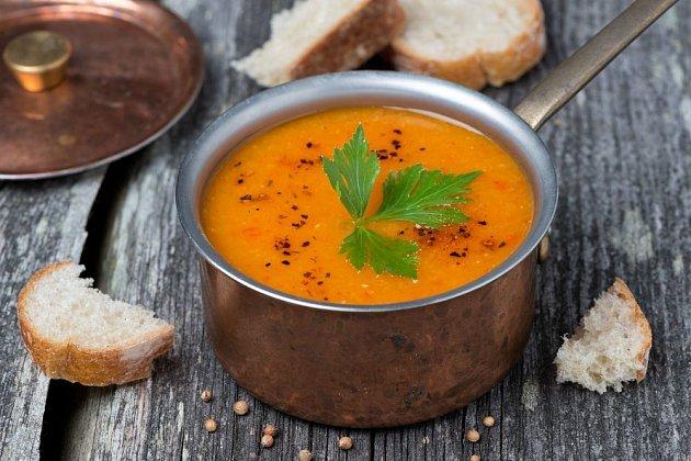 Italská polévka z červené čočky