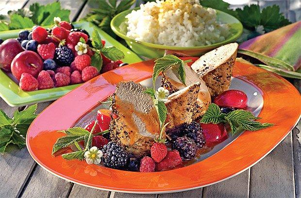 Pečené maso s ovocem