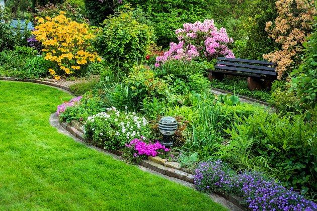 Pokud jste líní, takovouto zahradu vám rozhodně nedoporučujeme