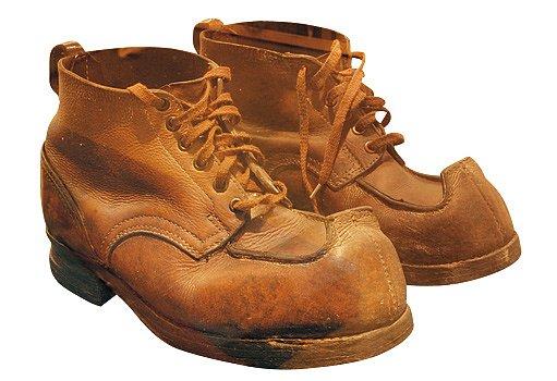 Lyžařské boty se speciálními špičkami proti vyvléknutí z vázání