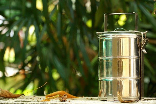 Hliník se uvolňuje především při kontaktu se slanou a kyselou potravinou