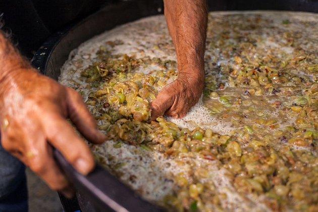 Kvas se připravuje ze všech druhů ovoce podobně