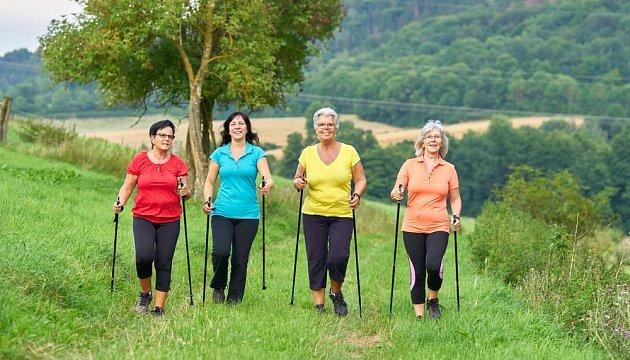 Nordic walking je velmi zdravý pohyb, vhodný pro všechny věkové kategorie