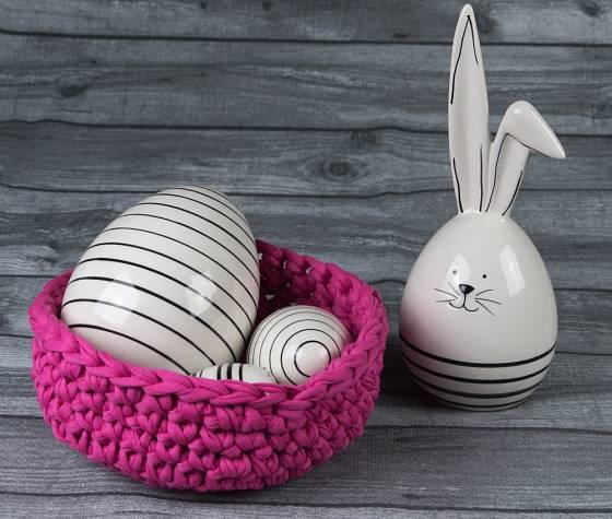 Uháčkovat můžeme i misku na velikonoční vajíčka.