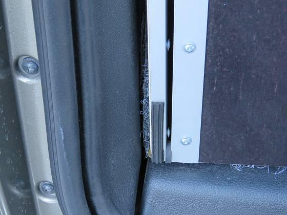 Bedna je v kufru natěsno, nesmí se pohybovat žádným směrem a nesmí za jízdy drnčet. Novější typ Citroenu Berlingo