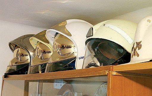 Moderní hasičské přilby připomínají vybavení kosmonautů.