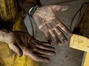 Jak se zbavit nepříjemné špíny na rukou?