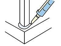 Tmel aplikujeme mezi beton a dřevěnné sloupky. Tím je uchráníme od vlhkosti.