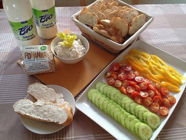 Pohanková pomazánka a bohatá nabídka různých druhů zeleniny.