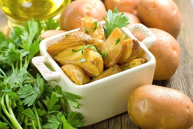 Brambory jsou zdravé syrové, vařené i pečené.