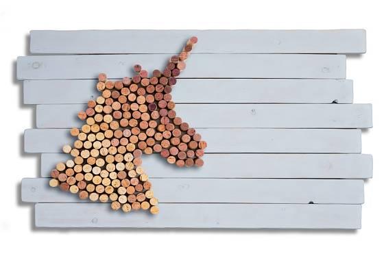 Společně s dětmi můžete vytvořit dekoraci na zeď v podobě tolik populárního jednorožce.