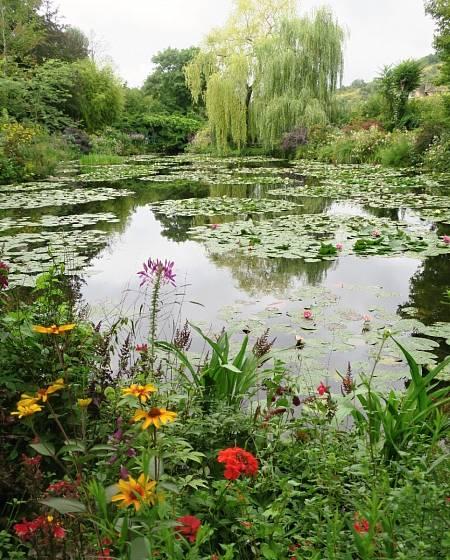 Monetova zahrada v Giverny.