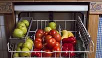 Mytí zeleniny v myčce není bezpečné pro přístroj ani pro plodiny.