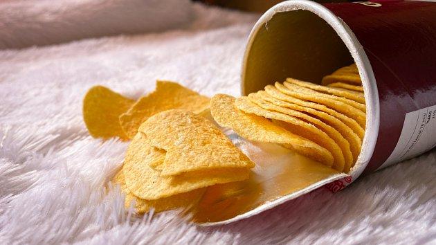 Sto kalorií obsahuje pouhých pět bramborových lupínků!