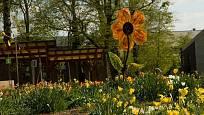 Květy ze skla a železa vítají návštěvníky areálu Garden Tulln.