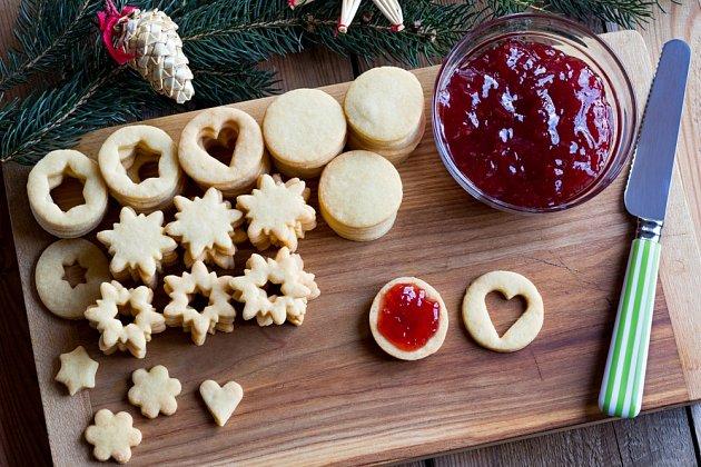 Linecké cukroví spojíme marmeládou.