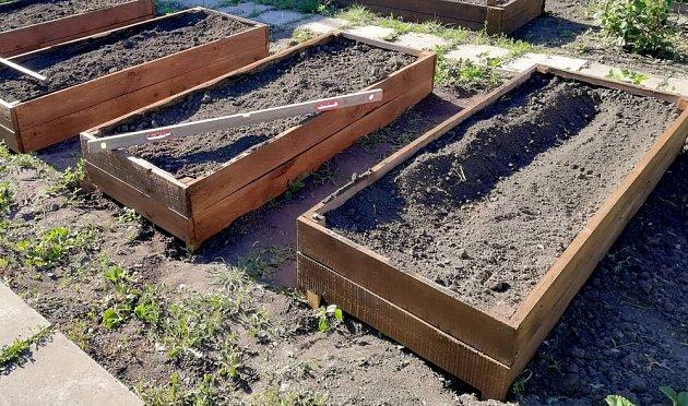 Vyvýšené záhony vyřeší problém s těžkou půdou rychle a elegantně