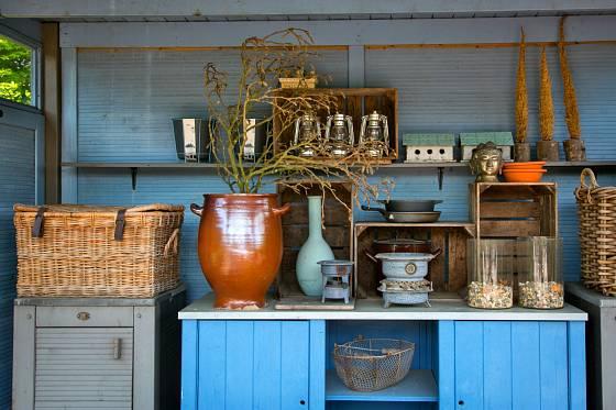 Při tvorbě venkovní kuchyně můžete zapojit tvořivost a nápaditost