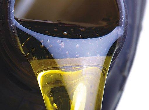 Použitím dražšího oleje se stroj lépe startuje a šetří benzin