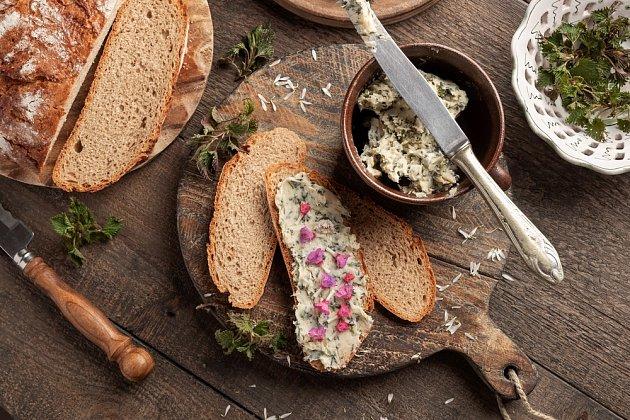 Bylinková másla je možné dochutit podle libosti