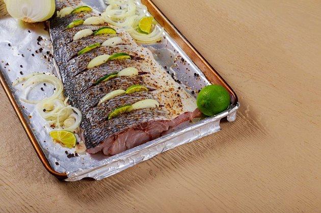 K rybám se hodí citróny i cibule